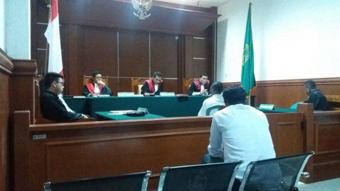 Sidang putusan terdakwa KM Nusa Kenari II, Piterson Plaituka, Rabu (25/9) di PN Kalabahi Jl. Jend. Sudirman Kalabahi Timur.