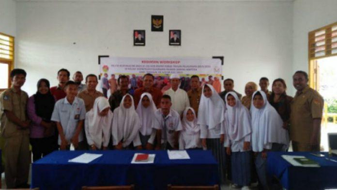 Korwas SMA/SMK Angrith Akal foto bersama usai membuka Kegiatan Workshop Kurikulum 2013 dan Rapat Kerja di SMKN Ampera.