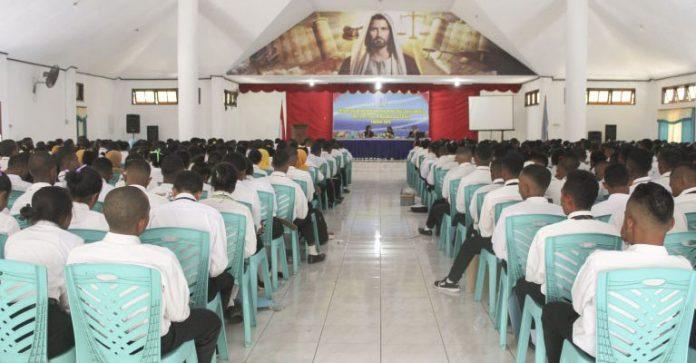 Sekitar 500an mahasiswa baru Untrib sedang mendengar materi Ospek di Aula Pola Tribuana, Kamis (5/9).
