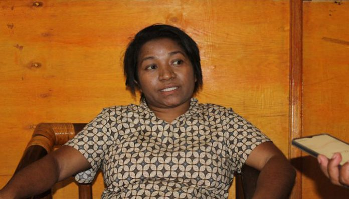Ketua Panitia Wisuda Untrib Adolfina Oualeng, M.Th. Pak