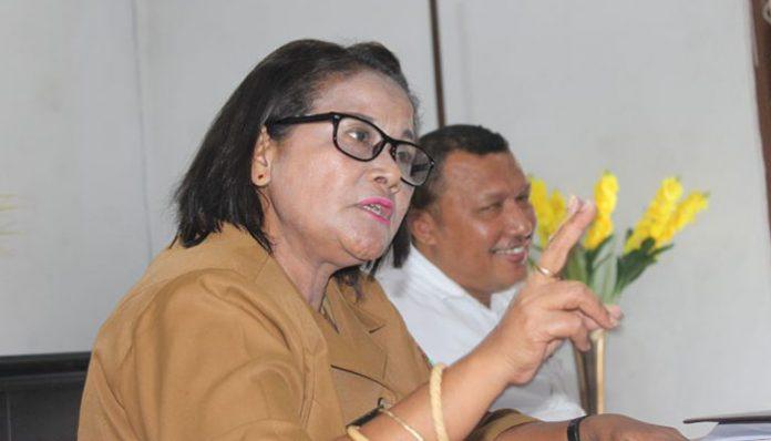 Sekretaris DLHD Kabupaten Alor Propinsi NTT, Evrinanggelin Bessie.
