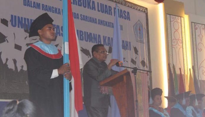 Wakil Bupati Alor, Imran Duru, S.Pd, sambutan di acara Wisuda Untrib Tahun 2019 di Kalabahi.