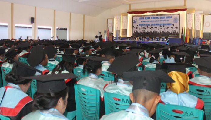 Wisuda Untrib Angkatan ke VIII Tahun Akademik 2019/2020 di Kalabahi, tanggal 30 Oktober 2019.
