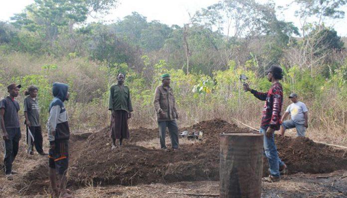 Fondasi rumah baru nenek Lodia Fanmabi di Likutau