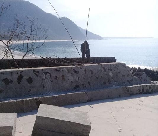 Proyek Tambatan Perahu di Ling'al yang sudah dicegat warga Desa, Senin (18/11).