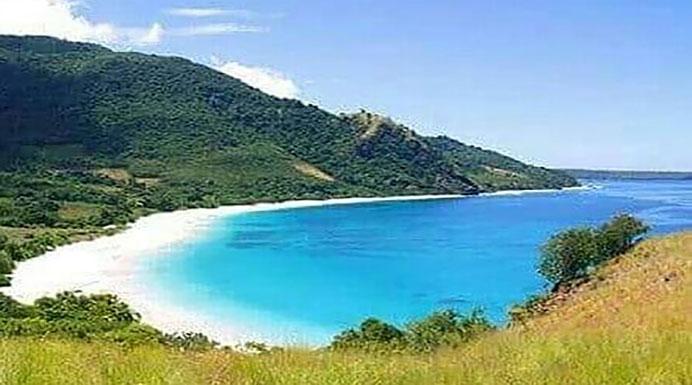 Foto Pantai wisata Ling'al sebelum dibangun proyek Tambatan Perahu dari Dinas Perhubungan Kabupaten Alor.