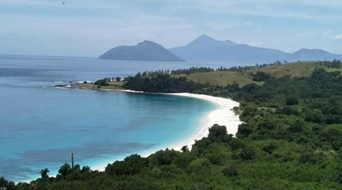 Foto Pantai wisata Ling'al sebelum dibangun proyek Tambatan Perahu dari Dinas Perhubungan Kabupaten Alor