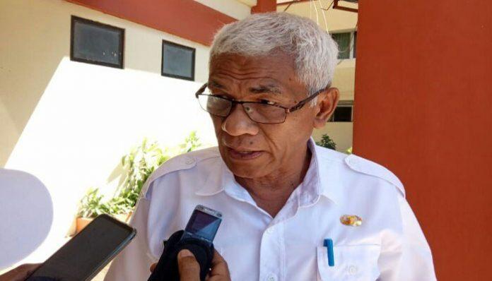 Kadis Pendidikan NTT, Drs. Benyamin Lola. (Sumber: voxntt.com).
