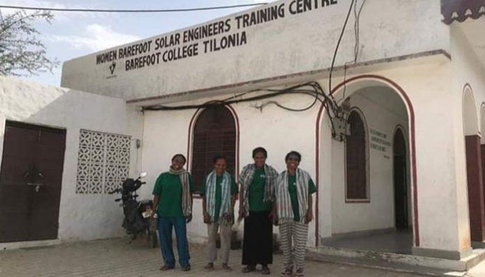 Susana Maima, Ariance Manilang dan Agustina Maifani dari Alor bersama Serli Sanam dari TTS saat berada di India. (Sumber: Wadah Foundation).