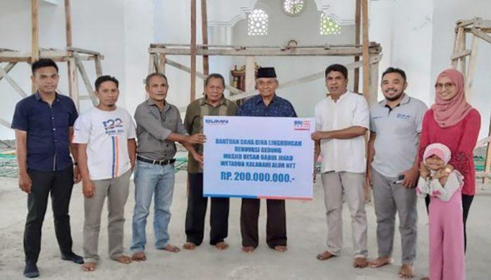 BRI Kalabahi serahkan bantuan CSR Rp. 200 juta kepada Masjid Besar Babul Jihad Wetabua, Sabtu (11/1/2020) di Wetabua, Kota Kalabahi.