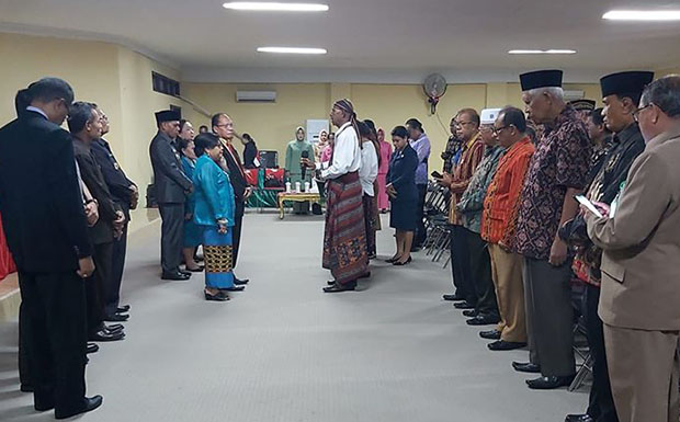 Acara purna tugas Sekda Alor Hopni Bukang, SH di aula Nusantara Kantor Bupati Alor, Selasa (2/3). Foto: FB VT