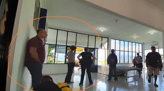 Tiga WNA yang masuk Alor melalui jalur Bandara Mali, Minggu (15/3). Saat ini ketiganya belum terdeteksi keberadaannya. (foto: doc tribuanapos.net).