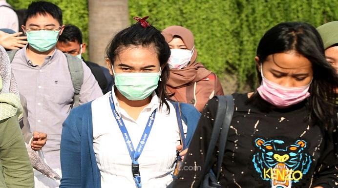 Upaya cegah virus corona, warga di Jl. Thamrin Jakarta mengenakan Masker. (Foto: JPNN.com). Gambar tak ada kaitan dengan isi berita.