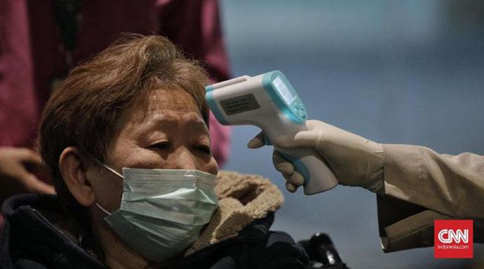 Ilustrasi pemeriksaan gejala virus corona. (Foto: CNNIndonesia.com).
