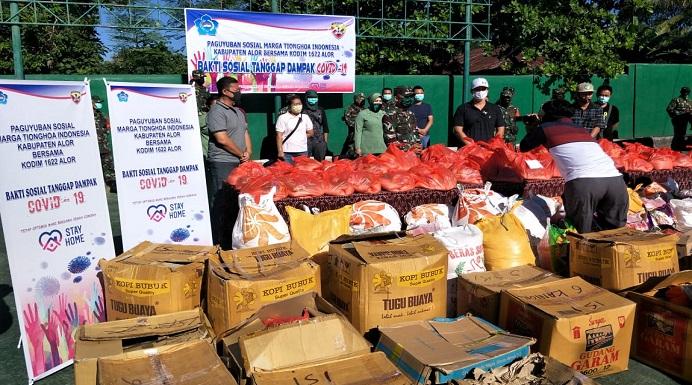 PSMTI dan Kodim 1622 Alor siap distribusi bantuan sembako kepada masyarakat terdampak covid-19 di Kota Kalabahi, Rabu (22/4), pagi. (Foto: doc PSMTI Alor).