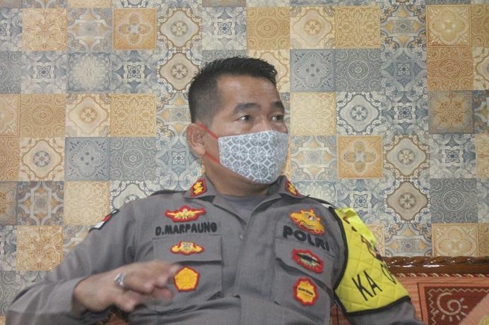 Kapolres Alor AKBP Darmawan Marpaung, S.IK.,M.Si ketika berdialog dengan Ketua PSI Alor Dony Mooy, Rabu (27/5) di ruang kerjanya.