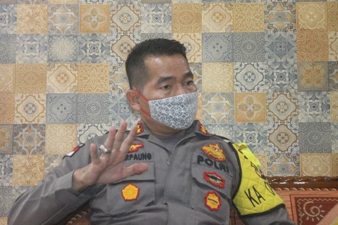 Kapolres Alor AKBP Darmawan Marpaung, S.IK.,M.Si ketika berdialog dengan Ketua PSI Dony Mooy di ruang kerja Kapolres, Rabu (27/5).