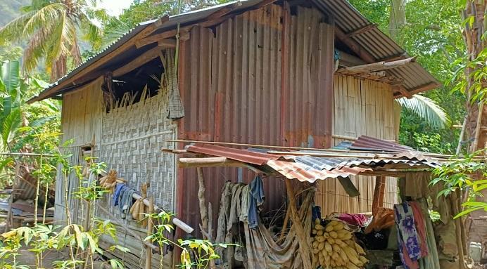Rumah Oma Aizah Dursaha di RT 8 RW 4 Desa Alila Timur Kecamatan Kabola, Alor, NTT.