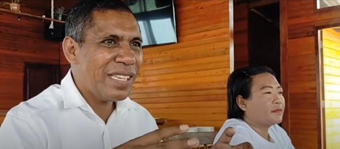 Merianus Kaat, S.Pd.,MM menggelar deklarasi maju Bupati Alor tahun 2023, di Restoran Aikoli Kang Resort, Selasa (16/7) siang.