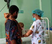 Fiana Soares Maggi, bayi piatu berusia 9 bulan yang terjangkit Lipoma atau Tumor Jinak, sementara dirawat intensif di Sal Anak RSUD Kalabahi.
