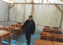Anggota DPRD Alor Azer D. Laoepada, pantau distribusi Mobiler dari dana Pokir di SD N. Melati Kilakawada. Gedung sekolah ini merupakan bantuan relawan Geser Alor waktu lalu.