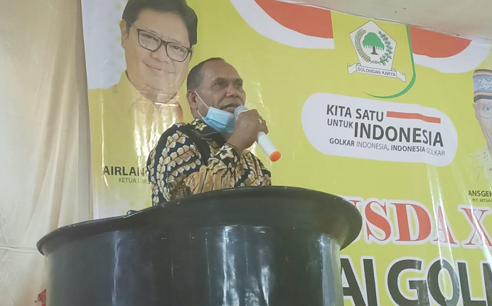 Bupati Alor Drs. Amon Djobo membuka acara Musda Golkar X, Sabtu (25/7) di Aula Watamelang, Kalabahi.