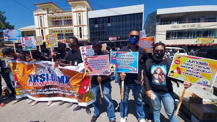Forum Wartawan NTT gelar aksi unjuk rasa tolak karya pers dipidana, Senin (31/8) di Mapolda NTT, Kota Kupang.