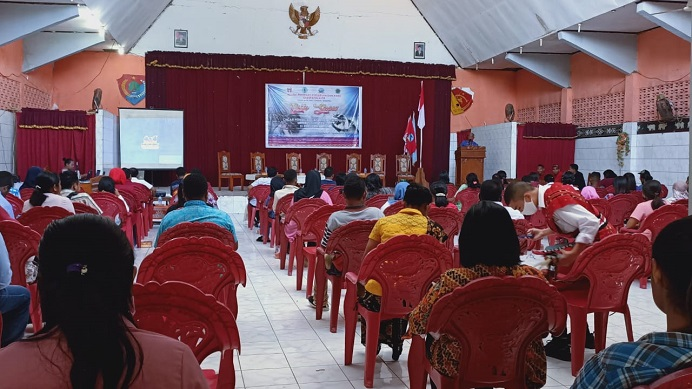 Sesepu Alor Paulus Pulek sambutan di acara Talk Show; Cegah Perdagangan Anak Perempuan untuk Tujuan Seksual di Kabupaten Alor, Jumat (21/8/2020) di Aula Hotel Nusa Kenari.
