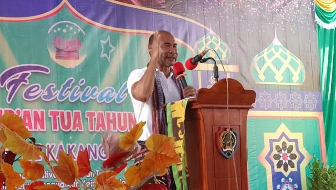 Gubernur NTT Viktor Bungtilu Laiskodat berpidato di pembukaan acara Festival Al-Qur'an Tua, Kamis (30/7) di Alor Besar.