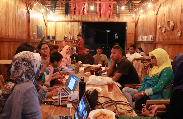 Sosialisasi Tim Thresher Shark Indonesia kepada perwakilan komunitas pemuda Alor, pada bulan September 2019 di Ildate Cafe, yang menjadi awal terbentuknya ide Thresher Shark Conservation Champion. Pada pertemuan ini terlihat sekali pemuda Alor memiliki potensi untuk terlibat dalam konservasi laut Alor.