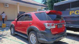 Sebelum penyerahan, Mobil Toyota New Fortuner milik PT SMS yang disita Polres Alor dari tangan oknum Polisi, sementara parkir di Mapolres Alor. Gambar diambil belum lama ini.