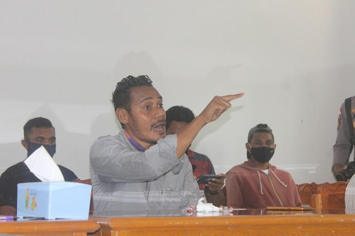 Dialog di DPRD, Aktivis GERAM Masin Yamin bersih keras menuntut DPRD dan Pemda membatalkan proyek gedung baru kantor DPRD senilai Rp 25 Miliar di tahun 2021.