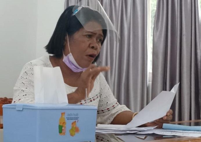 Kabag Umum Setda Alor Debrina Lelang menjelaskan rencana pembangunan gedung baru DPRD di rapat Kerja bersama Komisi I, Rabu (20/1/2021) di kantor DPRD, Batunirwala.