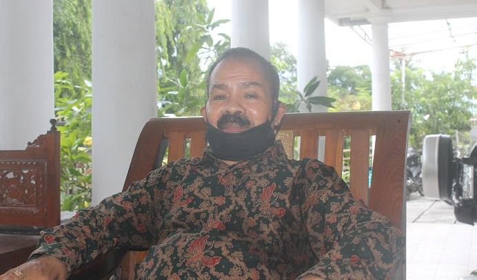 Drs. Simeon Th. Pally konferensi pers menyatakan sikap politiknya untuk maju Calon Bupati Alor tahun 2024, Sabtu (9/1/2021) di kediamannya, Moipali, Kalabahi.