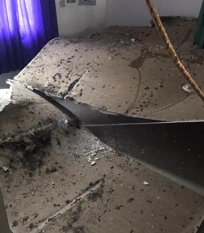 Gambar: Plafon Puskesmas Mainang yang ambruk pada awal Februari 2021 lalu.