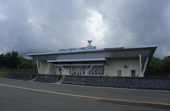 Bandara Kabir yang sudah berubah nama menjadi Bandara Pantar. Bandara itu diresmikan Presiden Joko Widodo pada tanggal 18 Maret 2021.