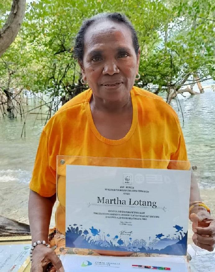 Martha Lotang menerima penghargaan dari WWF Indonesia pada tanggal 20 Maret 2017 atas peran aktifnya dalam pengelolaan kawasan konservasi perairan selat Pantar dan laut sekitarnya di Kabupaten Alor, Provinsi NTT.