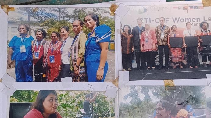 Dokumentasi Martha Lotang ketika menerima penghargaan yang diserahkan Duta Besar Amerika Serikat di Manado, Provinsi Sulawesi Utara tahun 2014.