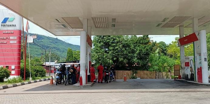 SPBU Karkameng nampak tidak melayani pembelian BBM menggunakan Jirigen.