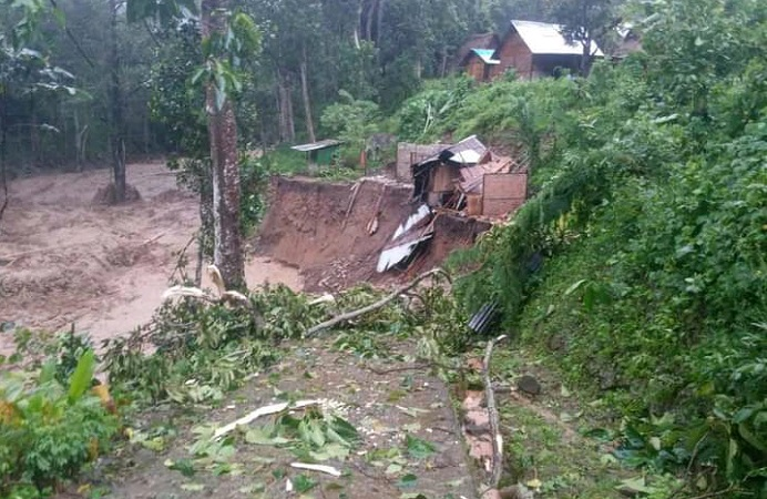 Rumah korban bencana alam di Desa Lipang Kecamatan Alor Timur Laut yang terletak di bantaran kali, dihantam banjir pada Minggu (4/4/2021) malam. 15 korban masih dilaporkan hilang di Desa itu.