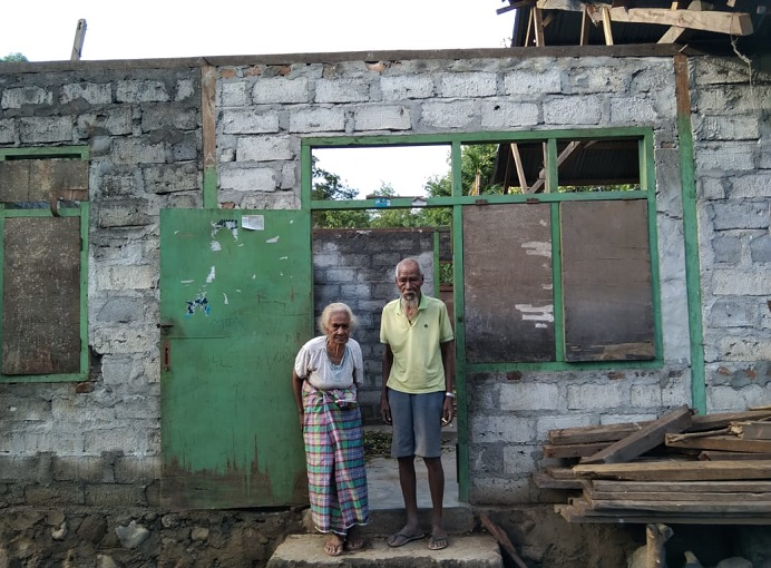 Bencana Siklon Tropis Seroja juga meluluhlantakan ratusan bangunan rumah di Desa Purnama Kecamatan Pureman. Belum ada bantuan logistik dari pemerintah ke wilayah itu.