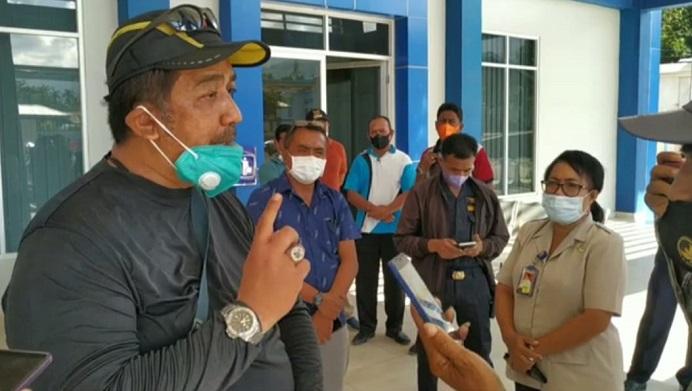 Ketua Satgas Korsub Wilayah V KPK, Dian Patria memberikan keterangan Pers usai Sidak di Pelabuhan Fery Kalabahi.