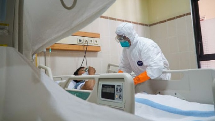 Ilustrasi: Simulasi penanganan pasien yang terdeteksi Virus Corona di RS Margono Soekarjo Purwokerto. (Foto: Suara.com/Anang Firmansyah).