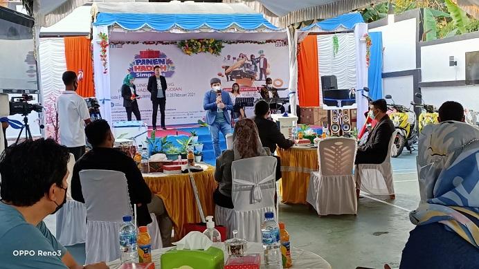 Pimpinan Cabang BRI Kalabahi Veirdhy Yosua R.B.S sementara memberikan sambutan dalam acara Panen Hadiah Simpedes BRI Periode 1 September 2020 sampai dengan 28 Februari 2021. Acara itu digelar secara virtual dan tatap muka terbatas pada Sabtu (24/7/21) di halaman belakang kantor BRI Cabang Kalabahi.