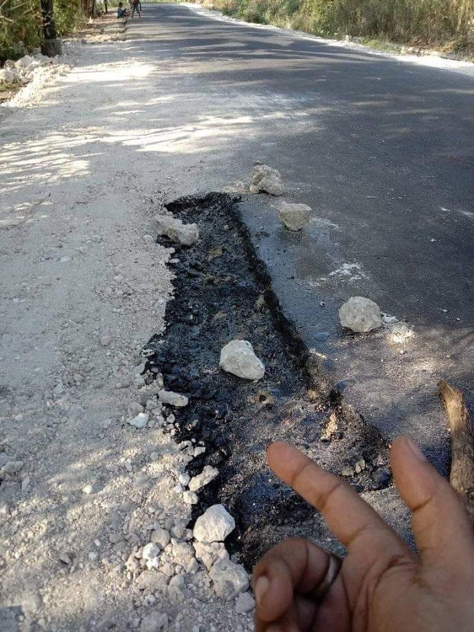 Gambar: Progres pekerjaan jalan provinsi di Desa Wolwal yang sudah dikerjakan PT Karya Baru Calisa. Gambar diambil Rabu (4/8/2021). (Sumber Foto: Gerson Blegur).