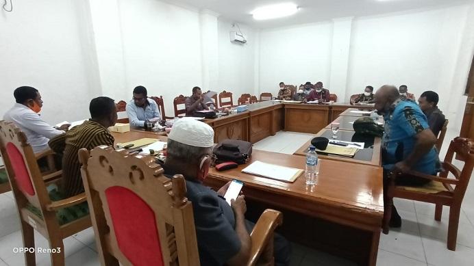 Rapat Kerja Komisi III dengan Direktur RDS Kalabahi, Dinas Kesehatan dan Asisten I Alor bahas Dana Covid-19, Kamis (12/8) di kantor DPRD, Kalabahi Kota.