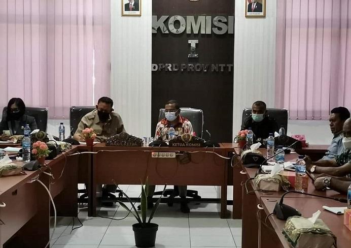 Ketua Komisi I Gabriel Beri Binna sedang memimpin rapat Komisi pada Selasa (3/4/21) di kantor DPRD NTT, Jln El Tari Kota Kupang.